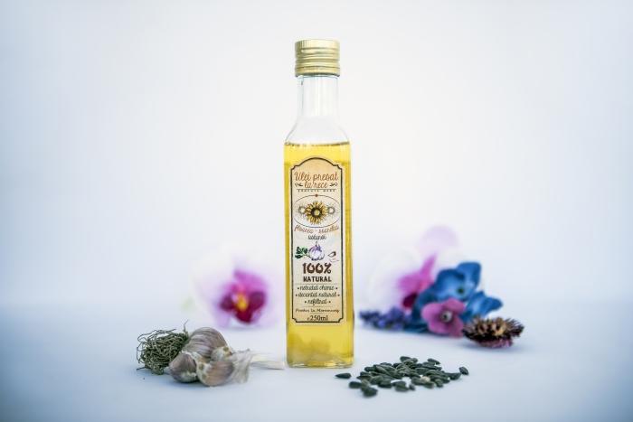 Ulei de floarea-soarelui cu usturoi